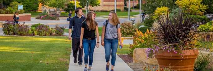 Students walking to class in Honsey Hall