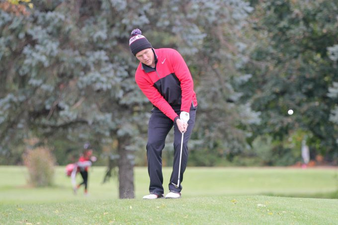 Wisconsin-Superior leads UMAC Men's Golf Championship by four strokes after one round