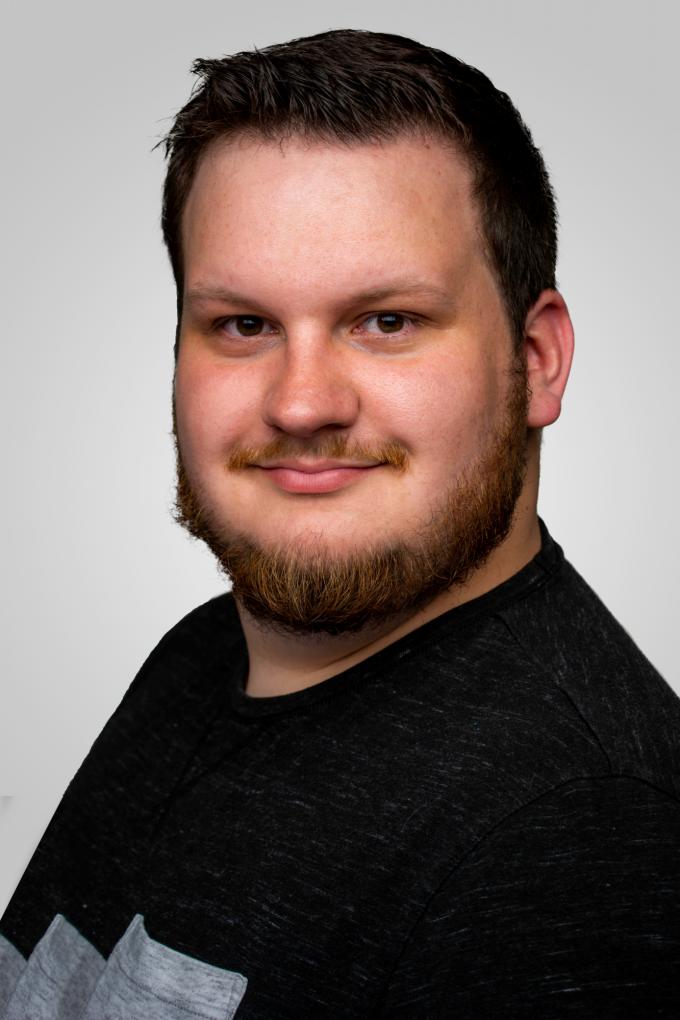 Headshot of alumnus Hayes Schneider