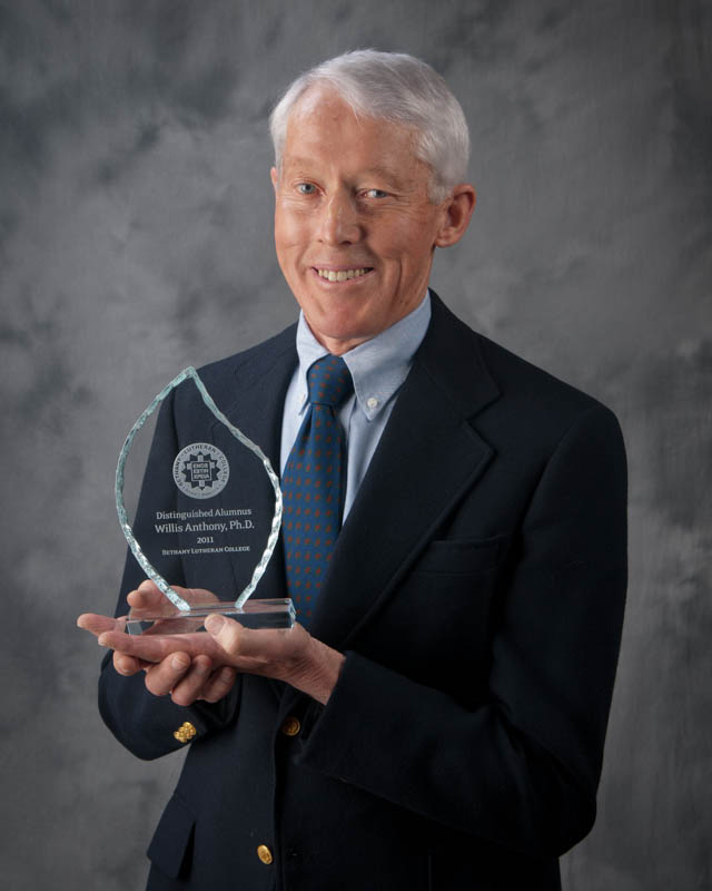 Willis Anthony with the 2011 Bethany Lutheran College Distinguished Alumni Award.