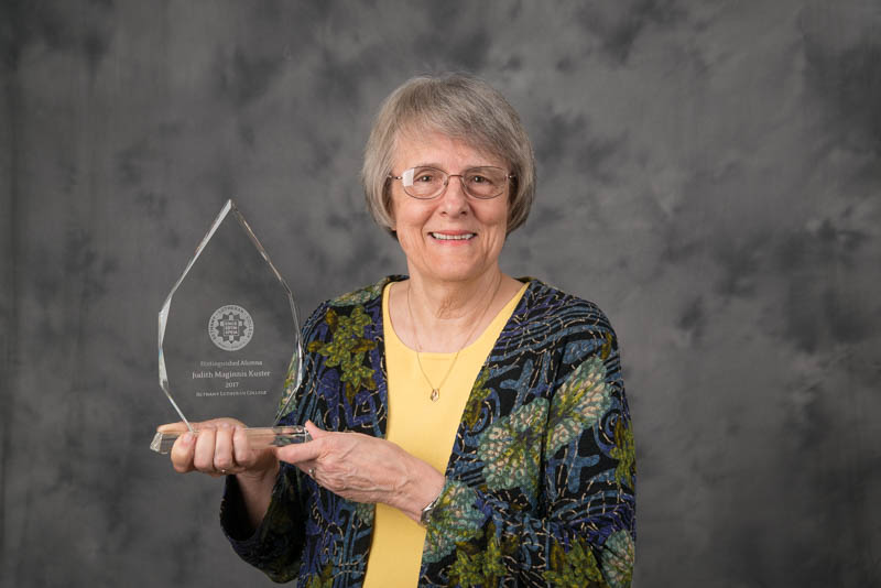 Judy Kuster with her 2017 Distinguished Alumna Award