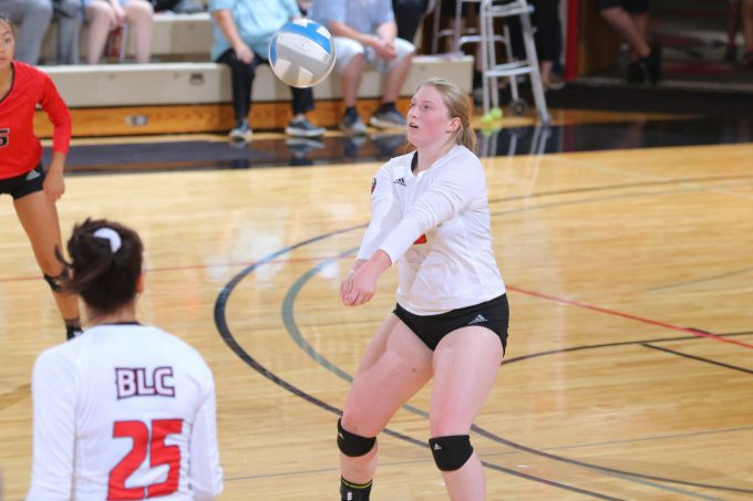 Five Players Tally Double Digit Digs in Loss to Cougars